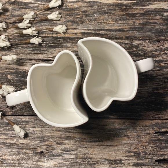 🌸 Pair of interlocking heart mugs